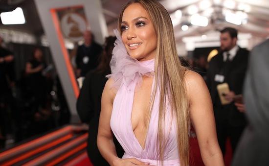 """Jennifer Lopez gọi người tình tin đồn là """"cậu bé"""""""