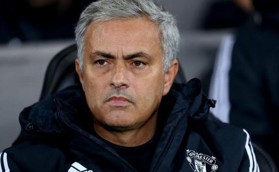 """Mourinho """"mặc kệ"""" chuyện tương lai tại Man Utd"""