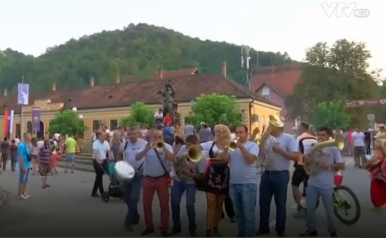 Sôi động lễ hội kèn đồng ở Serbia