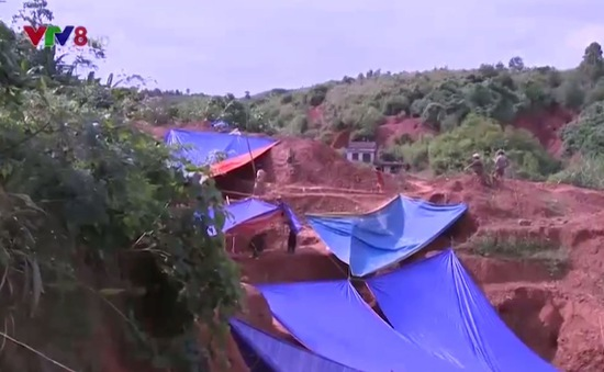 """""""Nóng"""" khai thác vàng trái phép vùng cao A Lưới, Thừa Thiên Huế"""