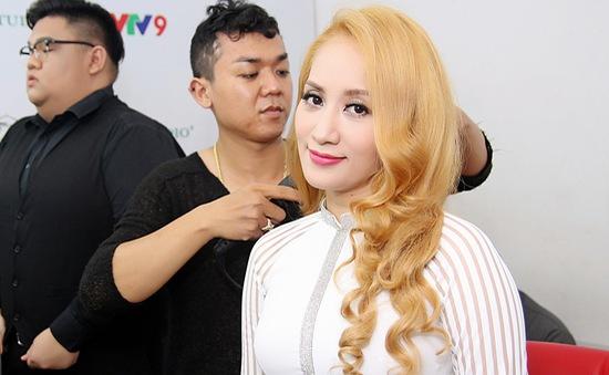 Khánh Thi vừa múa vừa khoe giọng hát qua nhạc phẩm của Trịnh Công Sơn