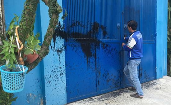 Người dân phường Hiệp Bình Phước hoang mang vì bị tạt mắm tôm lúc nửa đêm