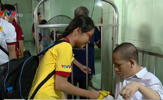 Mang Tết đến gần hơn với trẻ em khuyết tật
