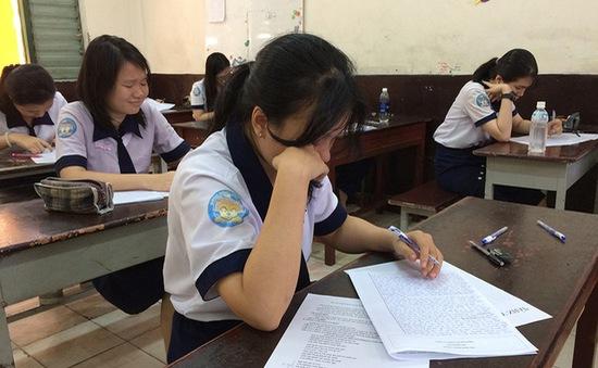 TP.HCM: Học sinh làm kiểm tra tập dượt trước kỳ thi THPT quốc gia