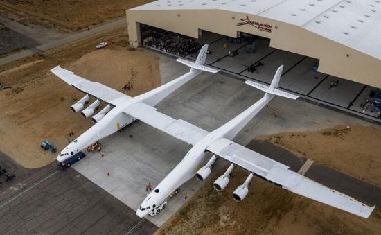 Chiếc máy bay lớn nhất thế giới  Stratolaunch ra mắt
