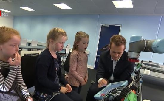 Đan Mạch: Lo lắng mất việc vì robot, trẻ em đi học lập trình từ nhỏ