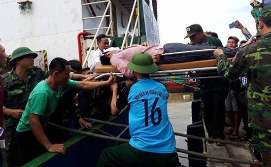 Vụ lật tàu chở than: Dò tìm toàn bộ khoang tàu để tìm kiếm người mất tích