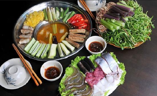 Thưởng thức bữa cơm với mắm tại xứ mắm Châu Đốc, An Giang