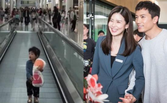 Ji Sung và Lee Bo Young lần đầu khoe ảnh con gái