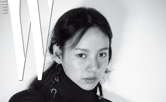 Lee Hyori đầy cuốn hút dù mặt mộc không trang điểm