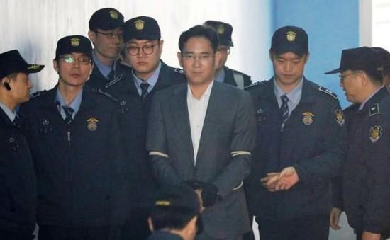 Hàn Quốc xét xử và thẩm vấn nhiều lãnh đạo của Samsung, Lotte