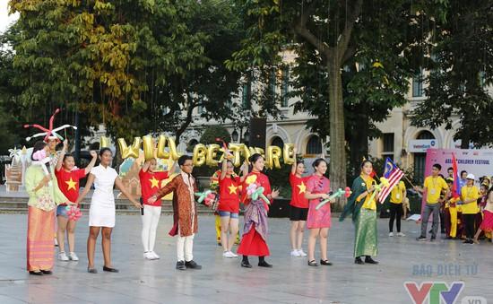 Bế mạc Liên hoan thiếu nhi ASEAN+ 2017: Tưng bừng với lễ hội đường phố giàu bản sắc