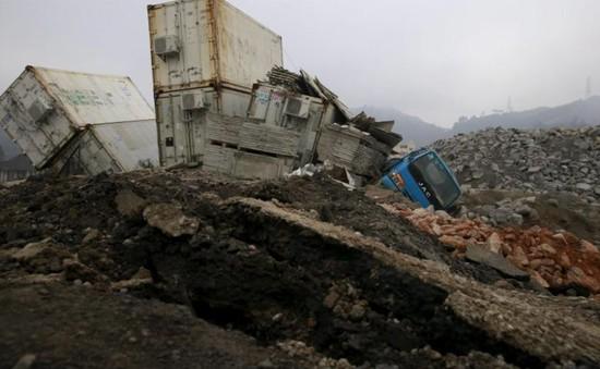 Lở đất chôn vùi 8 xe ô tô ở Trung Quốc