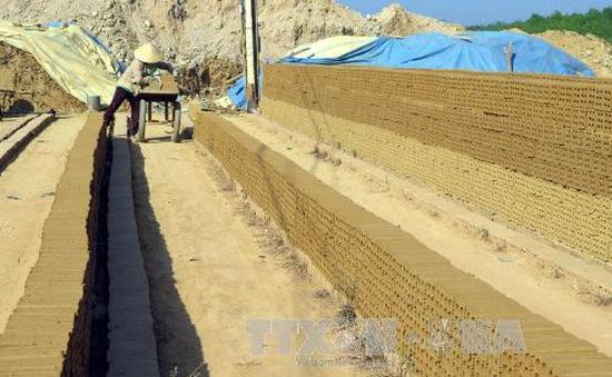 Khai thác đất sét trái phép tại Kon Tum