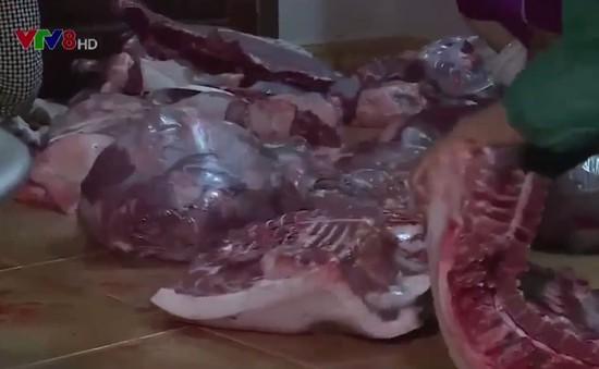 """Quảng Bình: Buông lỏng quản lý, """"thịt lợn trắng"""" ồ ạt tuồn ra thị trường"""