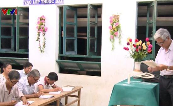 Lớp học đặc biệt cho người lớn tuổi ở vùng quê Phú Yên