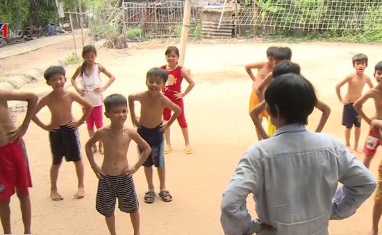 Người phụ nữ Đồng Tháp 15 năm dạy bơi miễn phí cho trẻ em