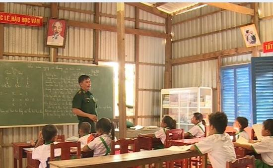 """Người """"giữ lửa"""" của lớp học trên đảo Hòn Chuối"""