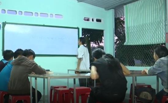 Người thầy mắc bệnh nan y dạy miễn phí cho học trò nghèo