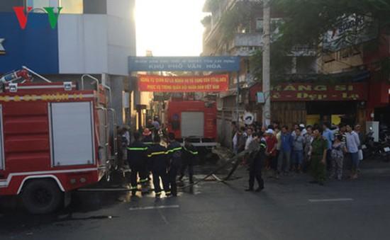 Giải cứu 5 người mắc kẹt trong ngôi nhà bốc cháy tại TP.HCM