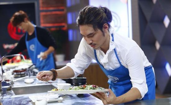 Vua đầu bếp 2017: Không chỉ là một NTK giỏi, Lý Quí Khánh còn ghi điểm bởi tài nấu ăn khéo léo