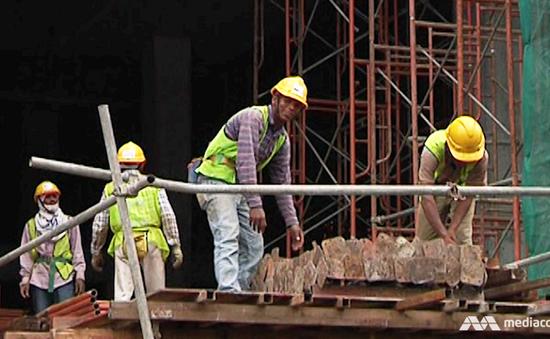 Malaysia gia hạn làm việc cho công nhân nước ngoài