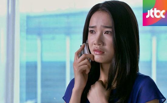 """Phim Hàn """"12 năm xa cách"""": Nhã Phương khóc lóc níu kéo người tình già"""