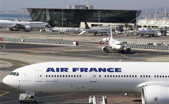 Máy bay Pháp hạ cánh khẩn cấp do lỗi động cơ nghiêm trọng