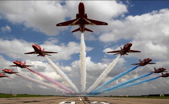 Không quân Hoàng gia Anh trình diễn máy bay tại Pakistan