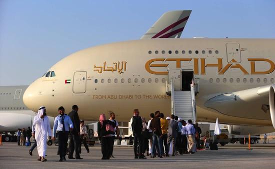 Máy bay chở hơn 300 người hạ cánh khẩn cấp