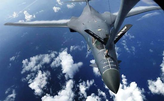 Máy bay ném bom Mỹ cất cánh từ đảo Guam để diễn tập