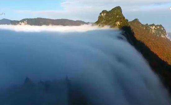 Chiêm ngưỡng biển mây đổ như thác nước
