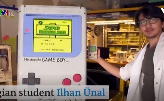 Máy điện tử Game Boy lớn nhất thế giới