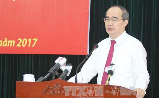 Đồng chí Nguyễn Thiện Nhân nhận nhiệm vụ Bí thư Thành ủy TP.HCM, đồng chí Đinh La Thăng làm Phó Ban Kinh tế TƯ