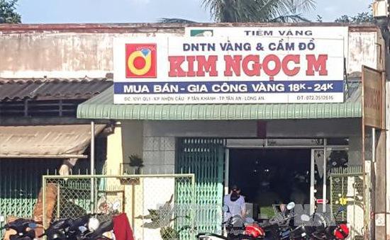 Hai đối tượng táo tợn cướp tiệm vàng ở Long An