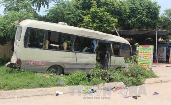 Vĩnh Phúc: Xe khách va chạm xe tải, 24 người nhập viện