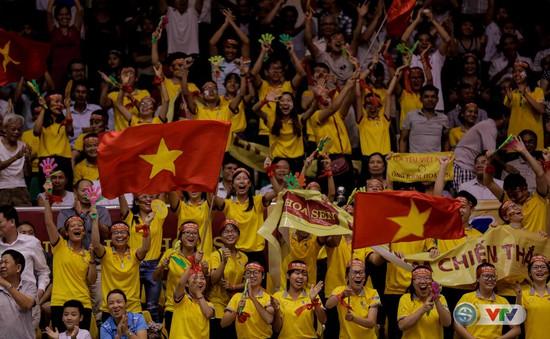 Những cung bậc cảm xúc trên các khán đài của VTV Cup Tôn Hoa Sen 2017