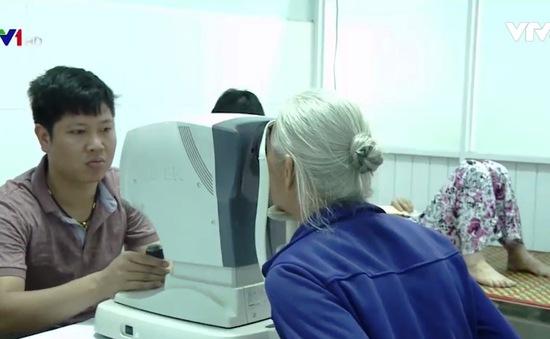 Mổ mắt miễn phí cho người nghèo tại Quảng Nam