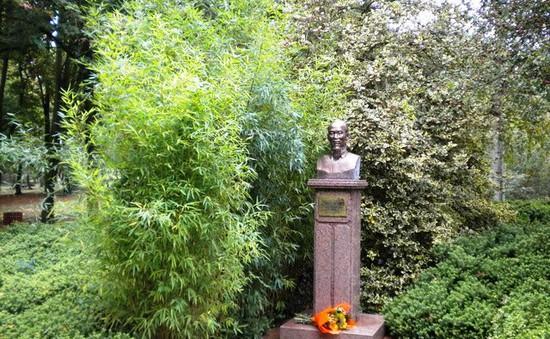 Chủ tịch Hồ Chí Minh trong lòng bạn bè Pháp