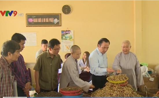 Phó Chủ tịch Trung ương MTTQVN thăm các cơ sở tôn giáo tại Cần Thơ