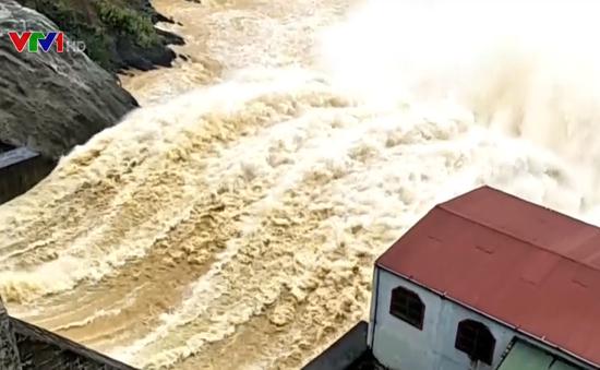 Mưa lũ tại Hà Tĩnh, hơn 1.000 hộ dân bị ngập