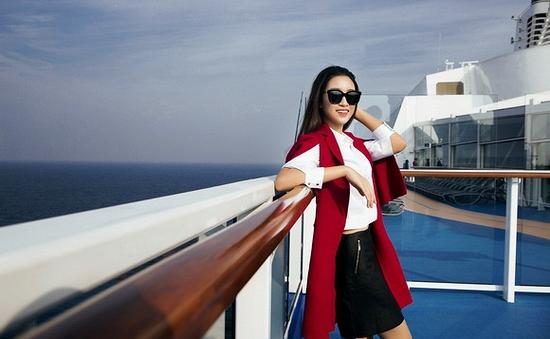 """Hoa hậu Mỹ Linh """"lạc trôi"""" trên du thuyền triệu đô"""