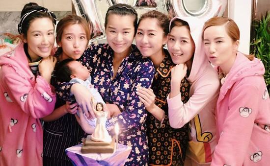 Vừa sinh con, Hồ Hạnh Nhi tưng bừng tổ chức sinh nhật cùng bạn bè