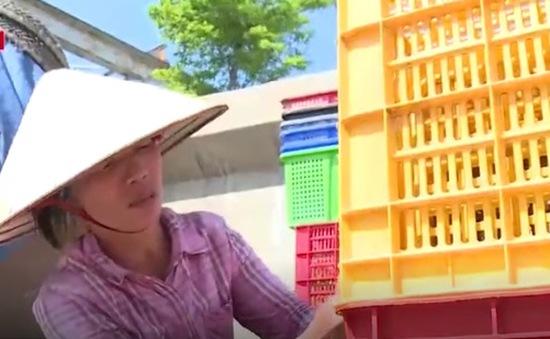 Người lao động tại chợ Long Biên nhọc nhằn mưu sinh trong nắng nóng