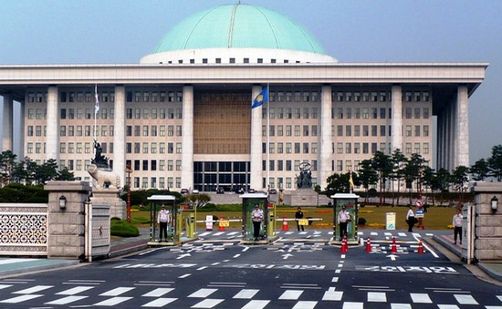 Hàn Quốc xúc tiến sửa đổi Hiến pháp
