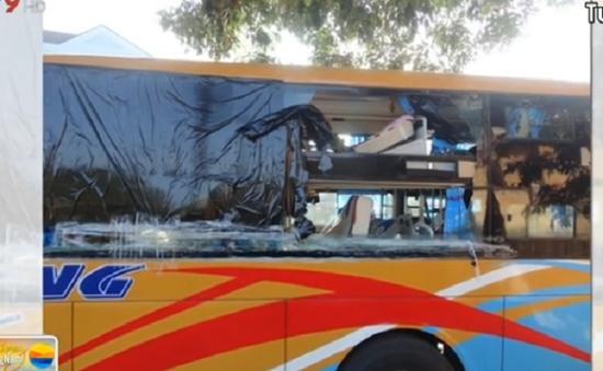 Tái diễn tình trạng ném đá xe khách trên đường tại Kon Tum