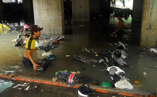 Xem xét chi 305 tỷ đồng hỗ trợ các hộ dân bị ngập bởi các dự án nâng đường