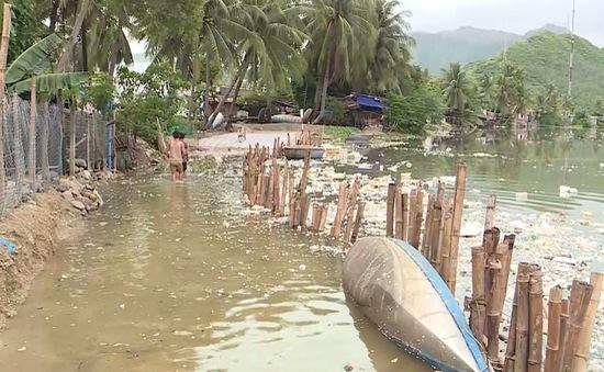 Nguy cơ sạt lở khu dân cư ven sông Ngâm ở Khánh Hòa