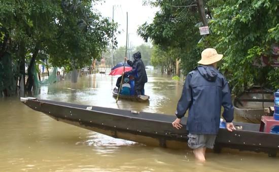 Thừa Thiên - Huế: Lũ lớn trên các sông, 7.070 hộ bị ngập, một người chết