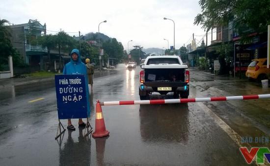 Mưa lớn tiếp tục ở Hà Nội, cảnh báo ngập lụt nhiều tuyến phố